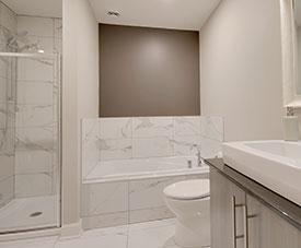 Exemple de salle de bain d'un condo dans le projet Pointe-Est, à Pointe-aux-Trembles.