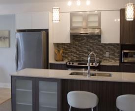 Exemple de la cuisine moderne et fonctionnelle d'un condo dans le projet Pointe-Est, à Pointe-aux-Trembles.