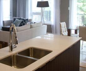 Exemple de cuisine design d'un condo dans le projet Pointe-Est, à Pointe-aux-Trembles.