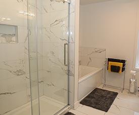 Salle de bain d'un condo dans le projet Pointe Est